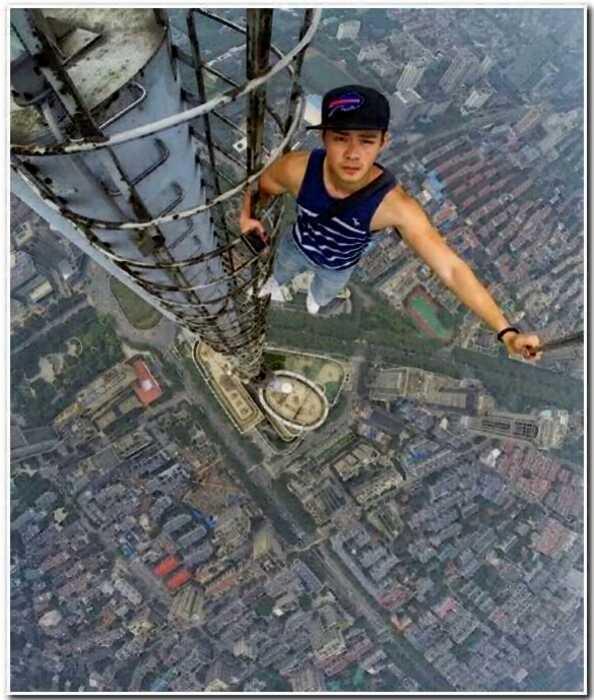 20 людей, отважившихся сделать селфи на краю небоскреба ради лайков