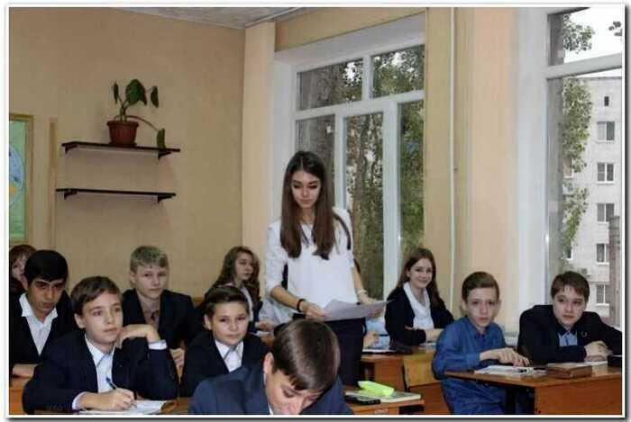 20 эффектных учительниц, ради которых мужчины ходят на родительские собрания