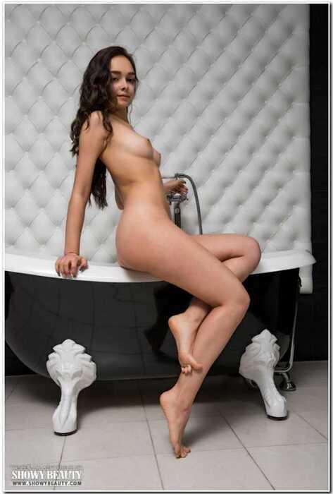 Милая Мэри в ванной (16 фото)