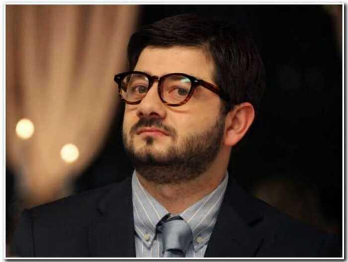Бомж, продюсер и домохозяйка: кем стали актеры из сериала «Наша Russia»