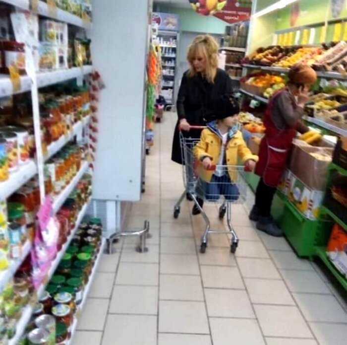 Алла Пугачева пришла закупиться в «Пяторчку», польстившись на суперскидку