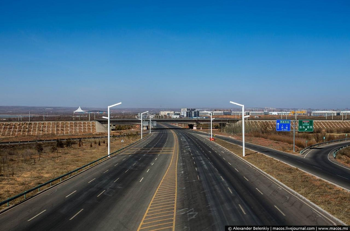 Для кого построен город-призрак в Монголии? В нем есть всё, кроме местных жителей