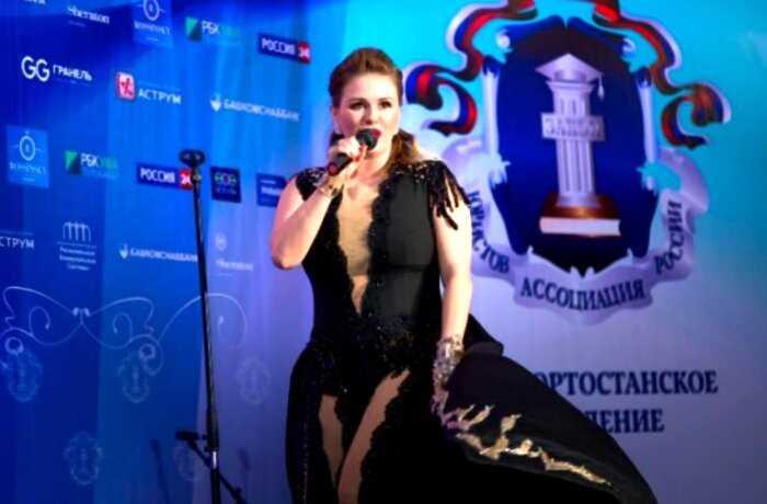 «Душа нараспашку»: 10 не самых удачных нарядов Анны Семенович