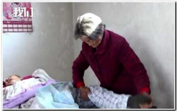 В Китае мать в одиночку вернула сына к жизни после 12 лет комы