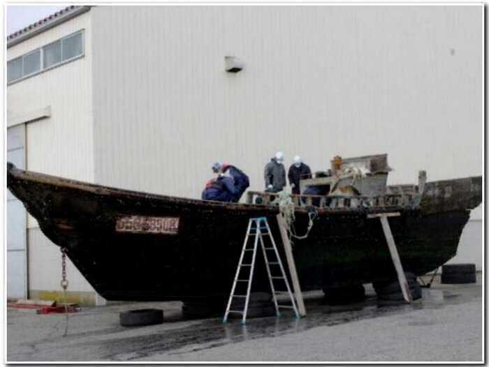 Мистические ветхие лодки у берегов Японии: никто не знает, откуда они берутся