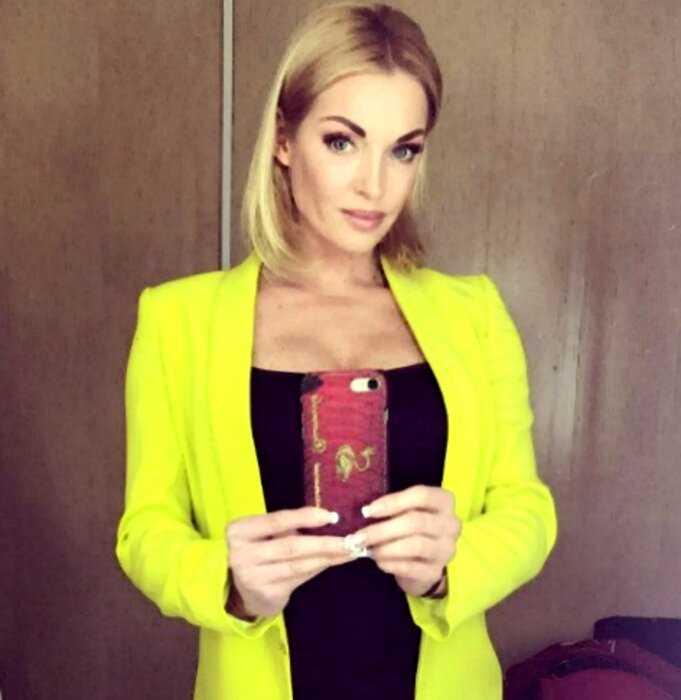 «Пока только ноги»: Анастасия Волочкова пытается уберечь нового любовника от сглаза