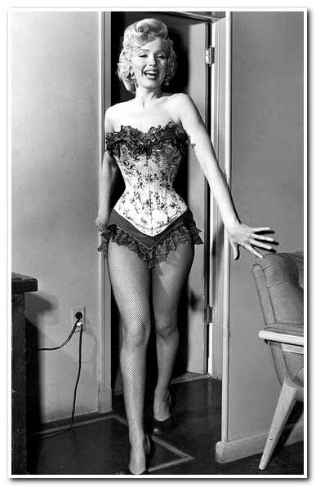 «На все ради идеала»: знаменитые женщины, удалившие ребра ради идеальной талии