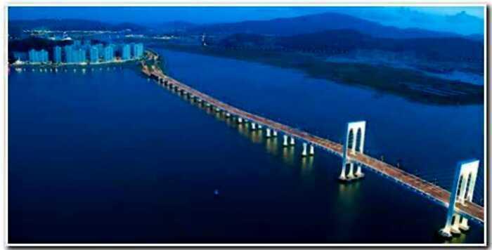 """""""Масштабней чем Великая Стена"""": в Китае построили самый длинный мост в мире"""