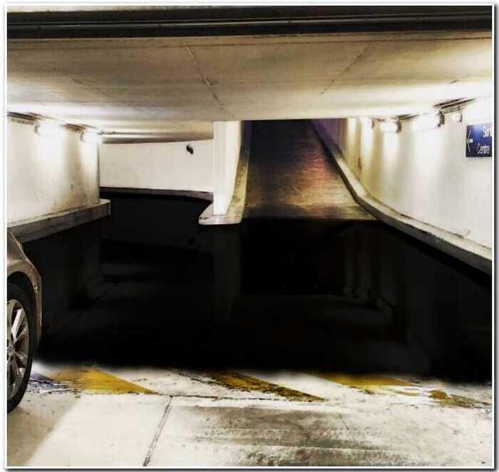 """""""Двухуровневая парковка или лужа?"""": новая фото-загадка разделила пользователей на два лагеря"""