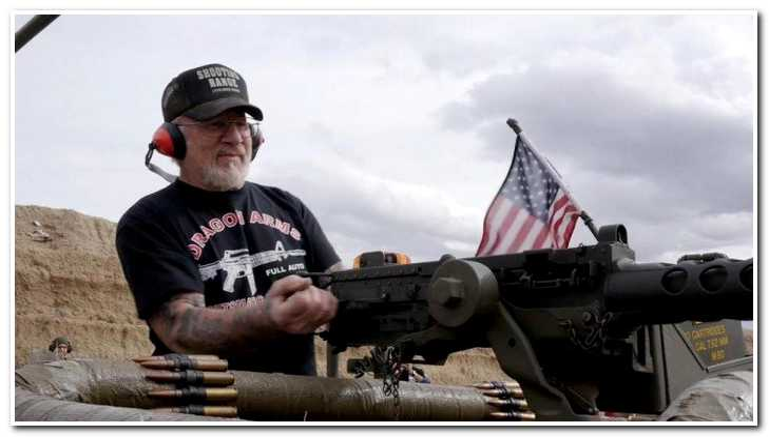 """""""Готов ко всему"""": пенсионер из США официально стал самым вооруженным человеком планеты"""