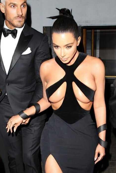"""""""Расплющенная гордость"""": в сети бурно обсуждают новое платье Ким Кардашьян"""