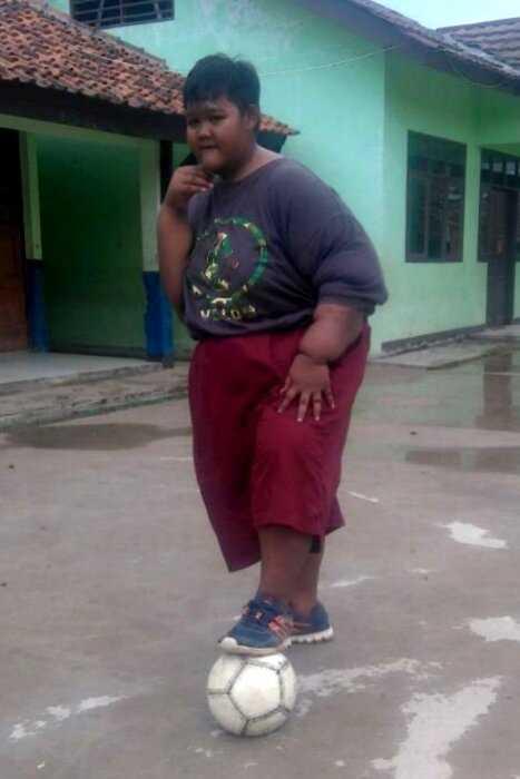 """""""Оле Оле Оле"""": Самый толстый мальчик в мире похудел из-за любви к футболу"""
