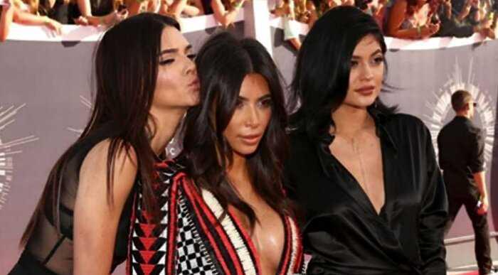 """""""Кто эта женщина?"""": поклонники не узнали Ким Кардашьян на сэлфи без макияжа"""