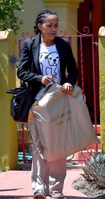 СМИ: Меган Маркл тайно навещает маму в Лос-Анджелесе вопреки запретам врачей