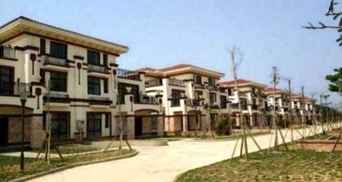 Китайский миллиардер построил в подарок односельчанам роскошные виллы, но там никто не живет