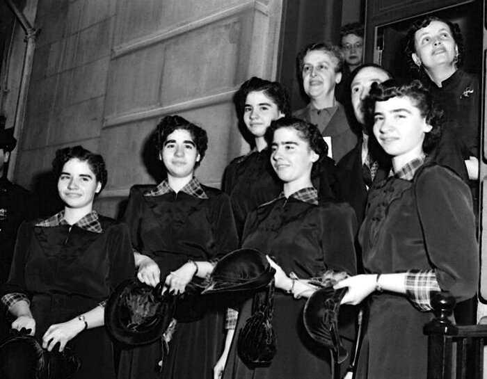 История несчастливой судьбы пятерняшек из Канады, которых погубила слава