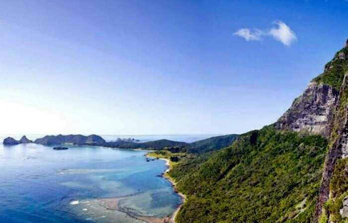 Власти Австралии решили сбросить на райский остров тонны яда. Что же там случилось?