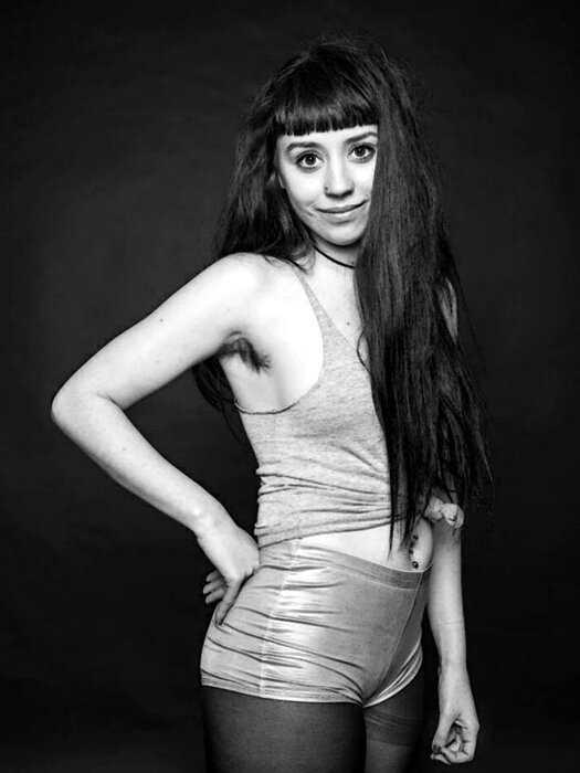 """""""Волосы — это круто!"""": английский фотограф оспаривает нынешние стандарты красоты в новой фотосессии"""