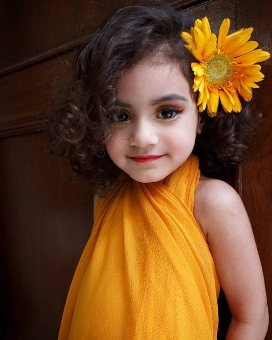 «Красота или глупость»: в Сети разгорелись споры вокруг снимков детей с макияжем