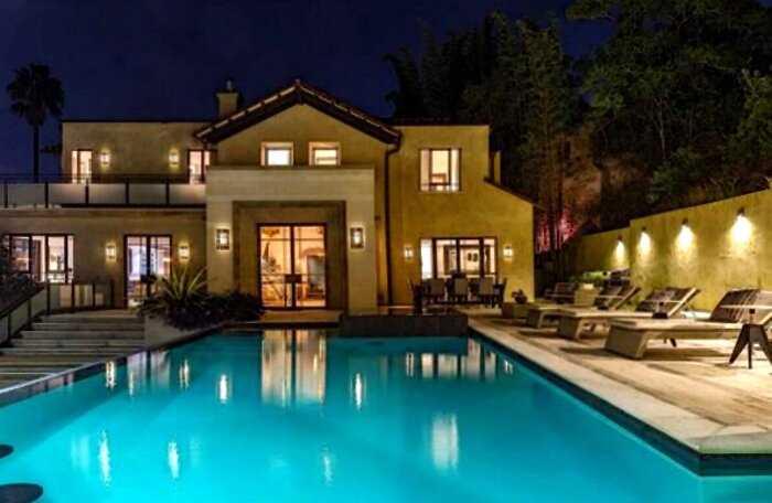 Дома знаменитостей: как выглядит выставленное на продажу жилище Рианны