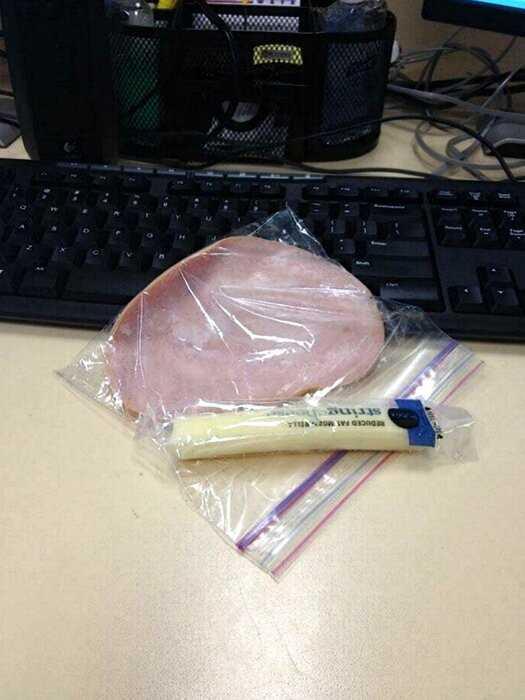 20 пользователей сети поделились фото своего самого ужасного офисного обеда
