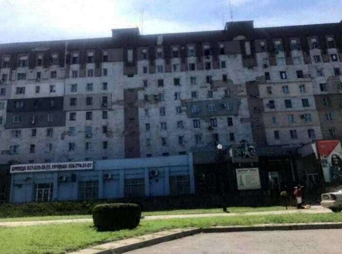 «Скромно, но со вкусом»: родители президента Зеленского показали свою квартиру