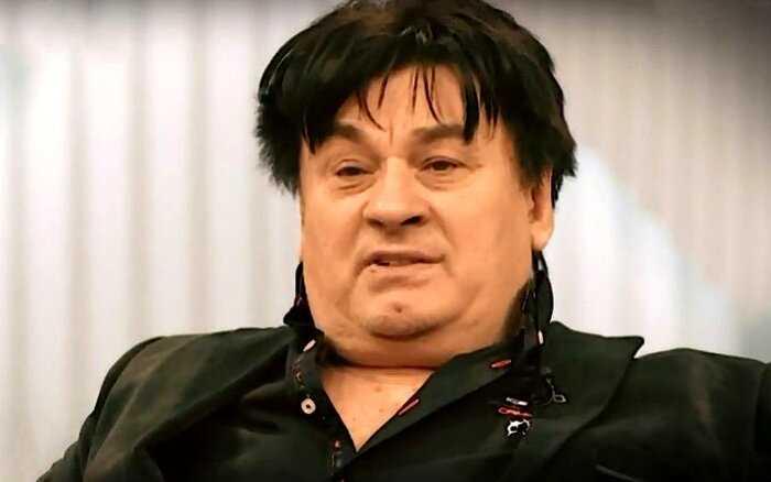 Поклонники бьют тревогу»: Александр Серов носит подгузники?!