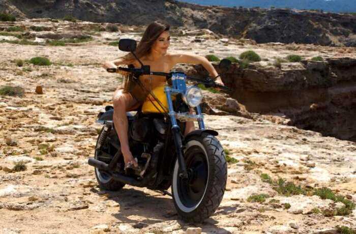 lorena на мотоцикле