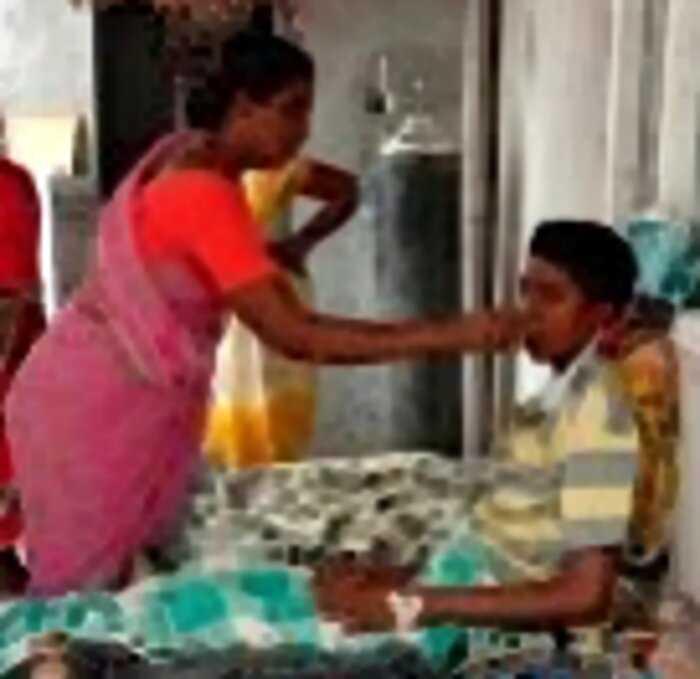 Мать разглядела слезы в глазах «покойного» сына и спасла его от кремации