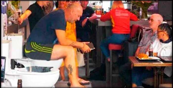 Бельгиец просидел почти 5 дней на унитазе, пытаясь установить мировой рекорд