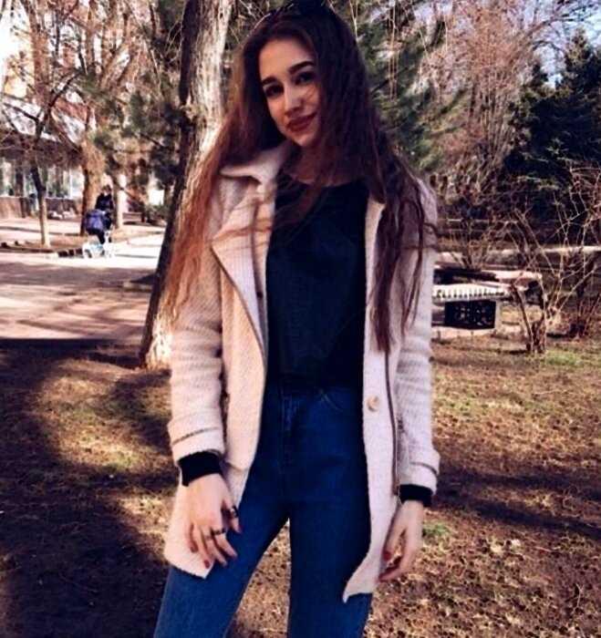 В сети всплыли старые фото россиянки, уверявшей, что она никогда не делала пластику