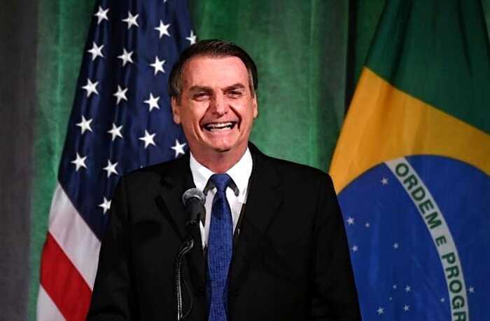 Президент Бразилии предложил ходить в туалет через день ради спасения Земли