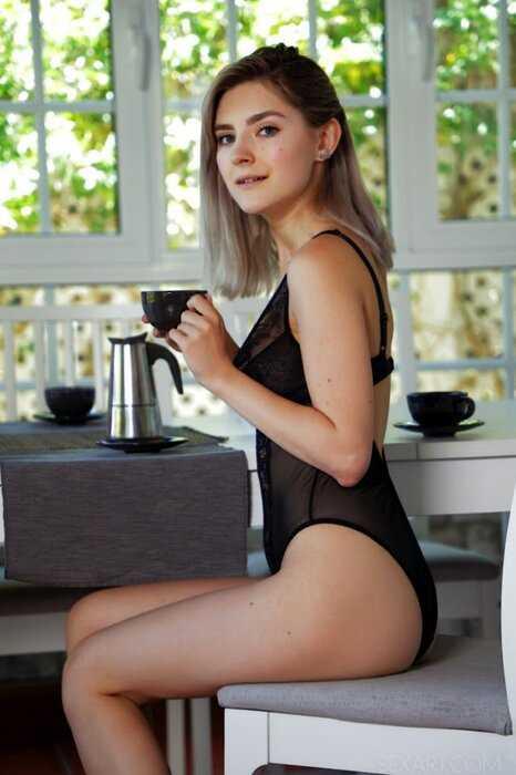 Ева Эльфи в эротическом фотосете (10 фото)