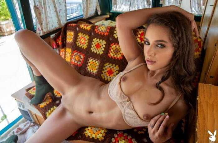 Ума Джоли разделась в фургончике (11 фото)