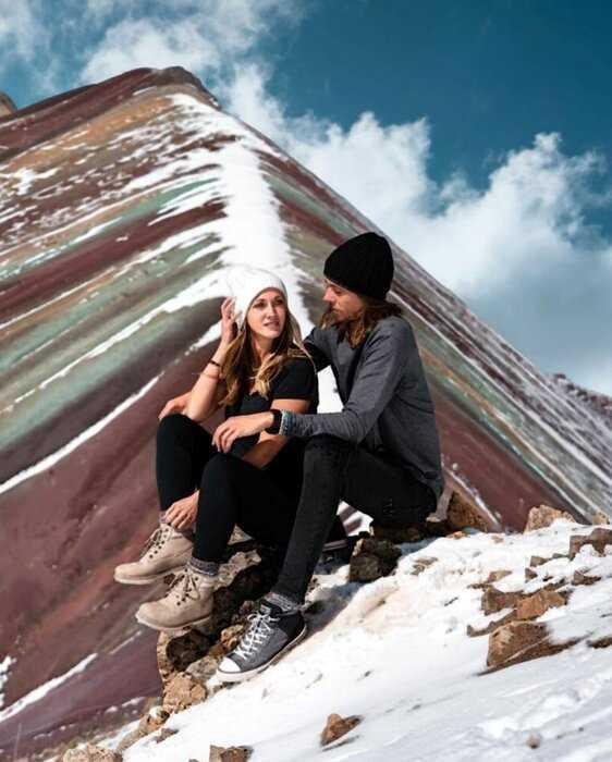 Пара тревел-блогеров из США шокирует подписчиков смелыми снимками