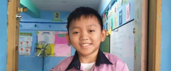 Филиппинского воспитателя детсада путают с ребёнком из-за его лица