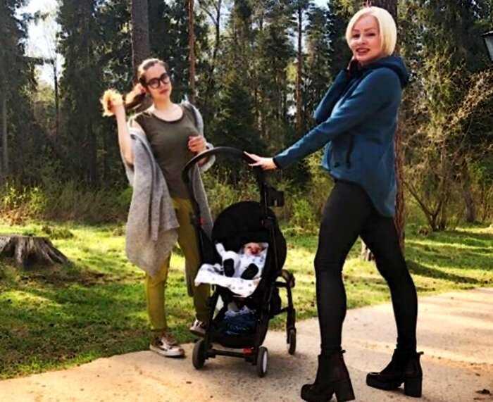 5 российских знаменитых красоток, которые рано обрели статус бабушек