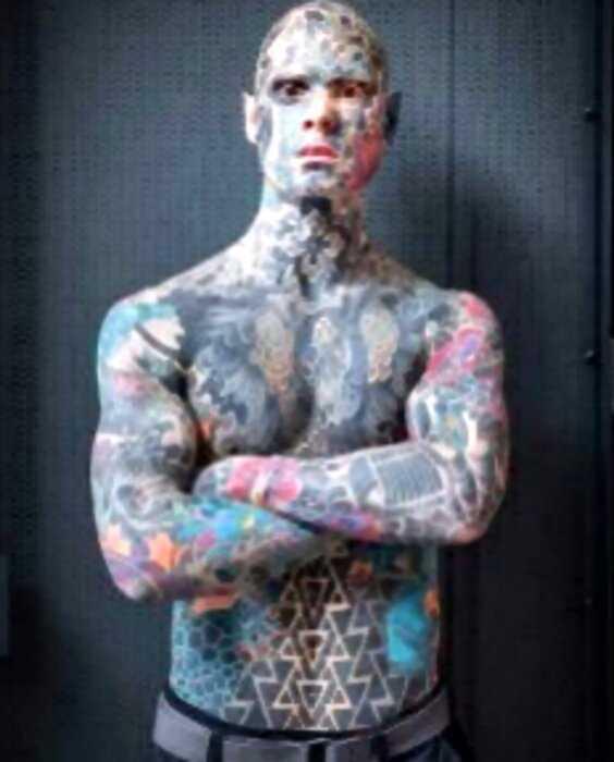 Знакомьтесь — самый татуированный учитель Франции, от которого школьники без ума