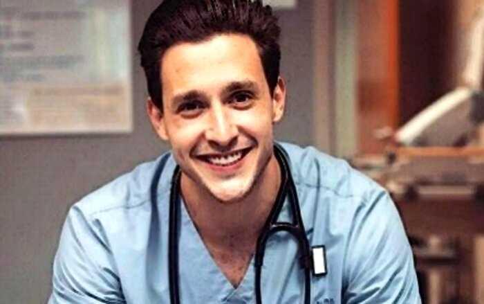 «Глаза глубже океана»: самый красивый врач США оказался… русским