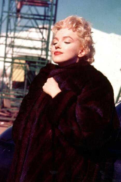 Минутка ретро-стиля: образы Мэрилин Монро для холодного сезона