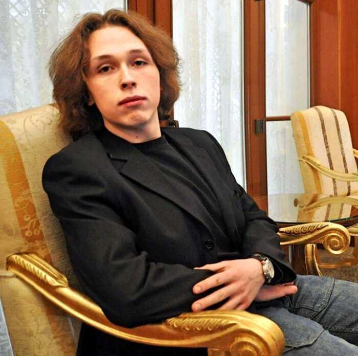 Что стало с Лукой Затравкиным — сыном Никаса Сафронова когда-то был стройным юношей