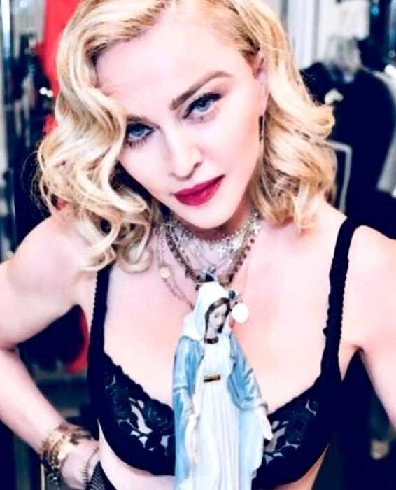 «Почти как внук»: 61-летняя Мадонна завела бурный роман с 26-летним танцором