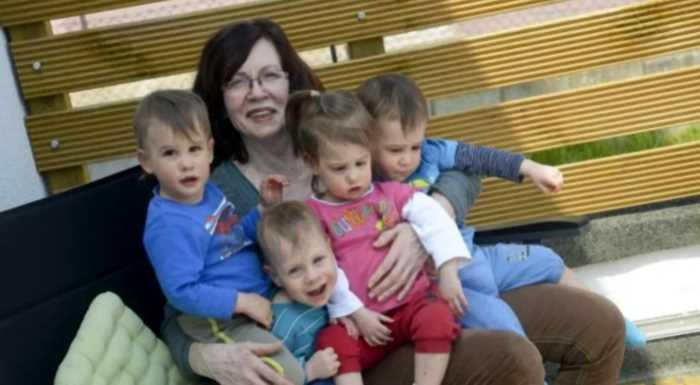 Как сложилась судьба женщины, родившей четверняшек в 65 лет