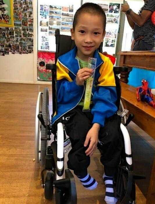 «Первые долгожданные шаги»: вьетнамский мальчик впервые пошел в 7 лет