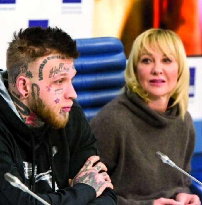 Сын Елены Яковлевой показал, как бы выглядел без татуировок на лице