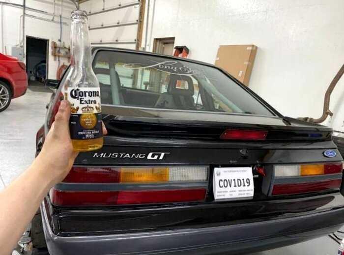 В США парень получил на свой авто номерные знаки коронавируса COVID-19