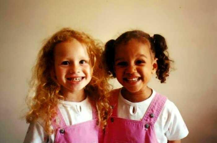 Сестры-двойняшки, которые совершенно не походят друг на друга