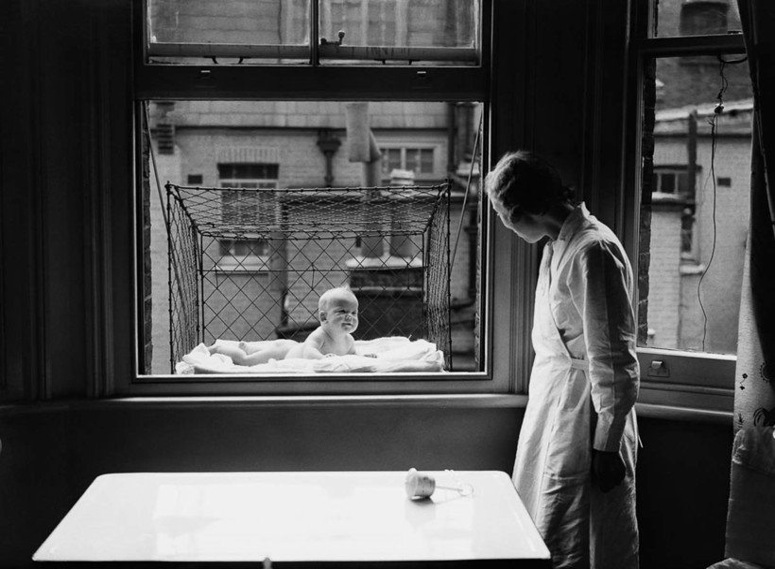 История в фото: как и для чего появились клетки для прогулок детей