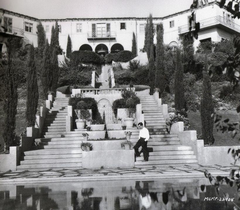 Самые невероятные старые голливудские особняки