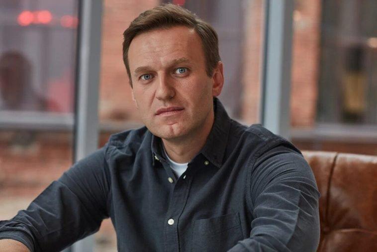 Алексея Навального доставили в Германию